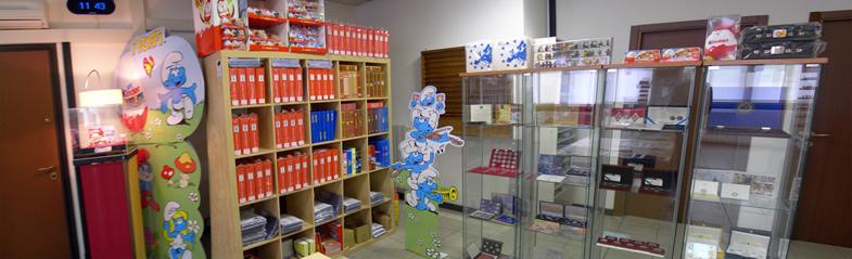 c9c710e0bf La nostra attività nasce nel lontano 1994 quando, da un piccolo negozietto  nella provincia di Milano, abbiamo iniziato a commerciare le prime  sorpresine ...